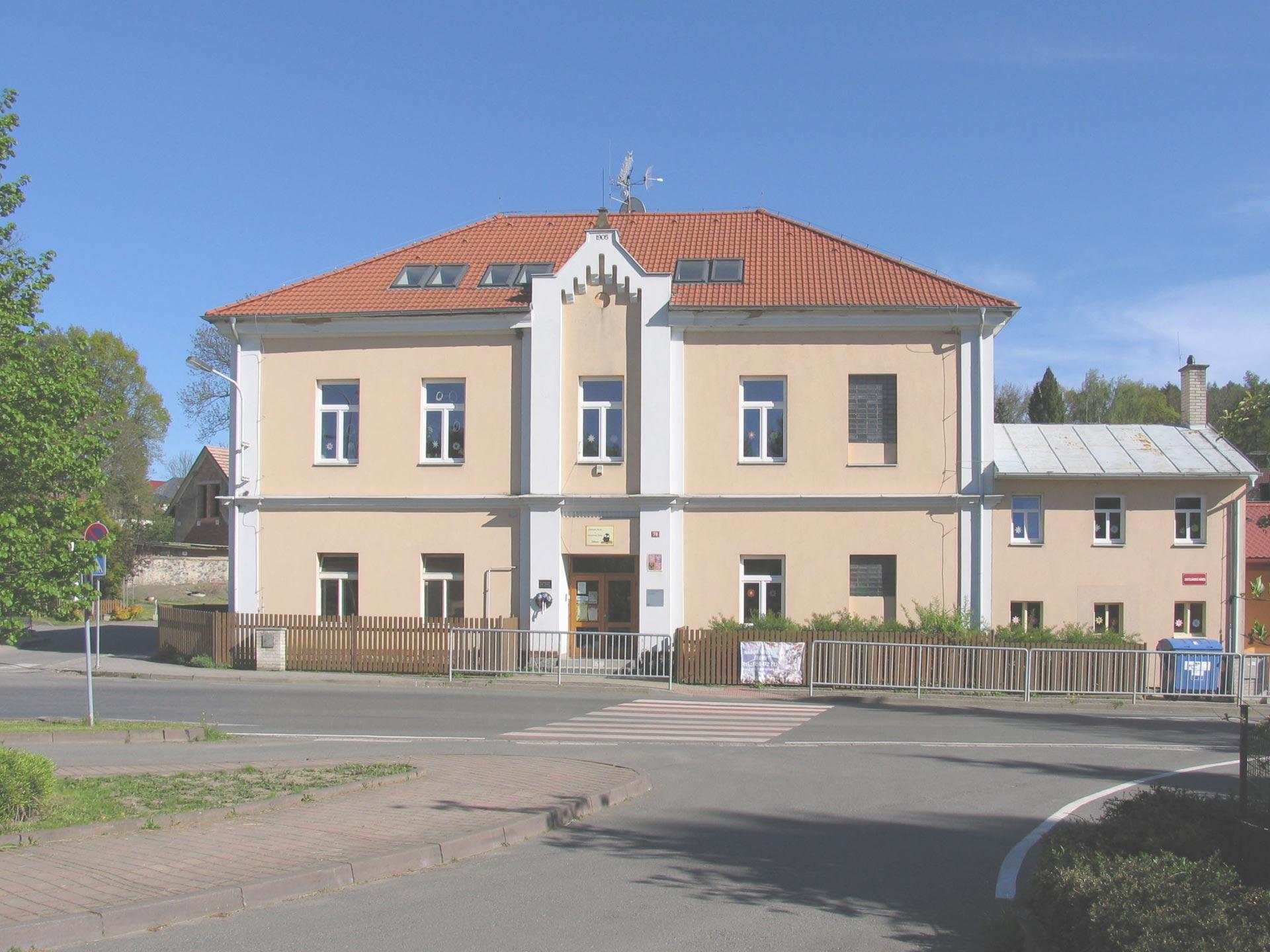 Rekonstrukce školy v Tehově